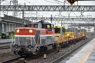 雨の日の貨物列車の写真・画像素材[4769982]