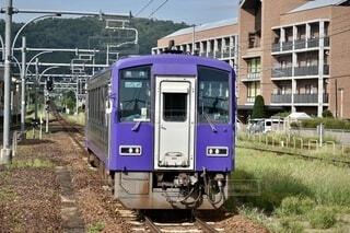 駅に入線する列車の写真・画像素材[4769990]