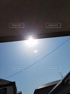駐車場から太陽の写真・画像素材[4324495]