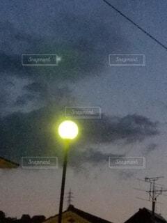 雲と街灯の写真・画像素材[4326646]