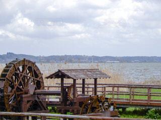 水車と湖の写真・画像素材[4331693]