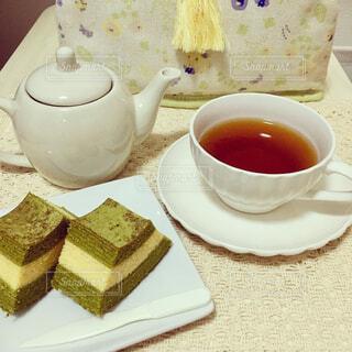 抹茶バウムクーヘンと紅茶の写真・画像素材[4297629]