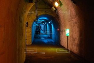 夜にライトアップされた建物の写真・画像素材[4400369]