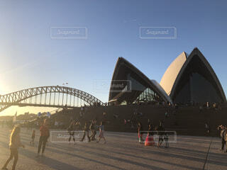 夕日とハーバーブリッジとオペラハウスの写真・画像素材[4341748]
