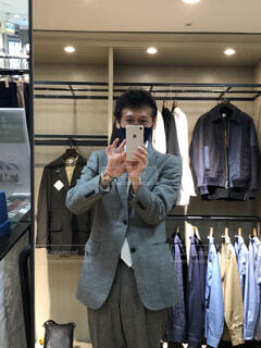 ボーカルハウス発表会前に、タケオキクチ店でスーツの着付けでした。の写真・画像素材[4305551]