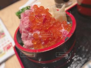 食べ物をテーブルの上に閉じるの写真・画像素材[4317872]