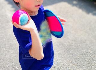キャッチボールをしたい子どもの写真・画像素材[4437628]