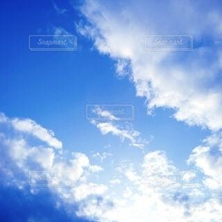 輝く青空の写真・画像素材[4322959]