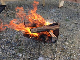 キャンプの焚き火の写真・画像素材[4327311]