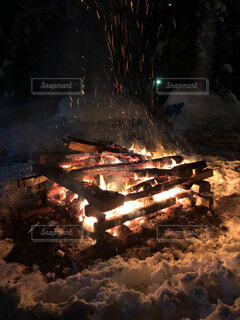 焚き火の写真・画像素材[4332027]