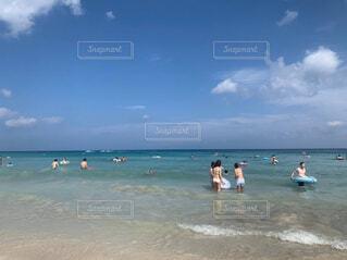 真夏の海の写真・画像素材[4345651]