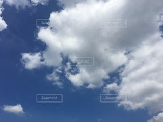 そら ソラ 青空 澄み渡る青空 すみわたる青空 澄み渡る空 すみわたる空 きれいな青空 青空背景 あおぞら あおぞらの背景 青空の背景 青空の写真 あおそら写真 あおぞらの写真 空 白い雲 入道雲 積乱雲 夏 背景 夏雲 夏空 ブルースカイ スカイ sky 自然 風景 背景 雲の写真・画像素材[197806]