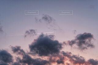 飛行機雲の写真・画像素材[4344075]