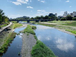 水域を流れる川の写真・画像素材[4351173]