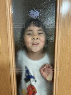 ガラスの向こう側の写真・画像素材[4351946]