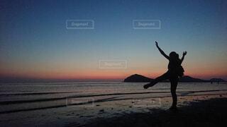 夕暮れの人影の写真・画像素材[4361624]
