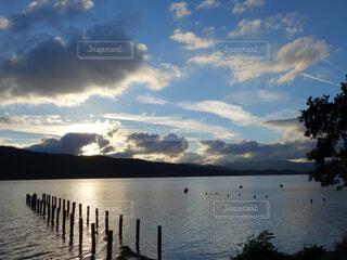 夕日と湖の写真・画像素材[4361795]