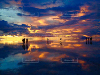 ウユニ塩湖の夕暮れの写真・画像素材[4361704]