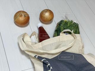 食卓の上の食べ物の写真・画像素材[4383202]