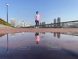 ランニングをする女性の写真・画像素材[4406137]