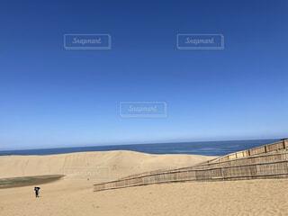 砂漠と海の写真・画像素材[4366626]