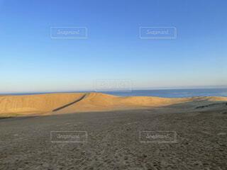 海の隣の砂漠の写真・画像素材[4366627]