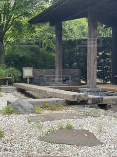 お湯の張ってない足湯の写真・画像素材[4417307]