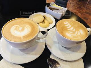 メキシコシティのスーパー内のカフェでいただくアートがかわいいカフェラテの写真・画像素材[4396412]