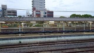 鋼線上の大きな長い列車の写真・画像素材[4378001]