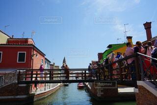 人が集まる橋の写真・画像素材[4375671]