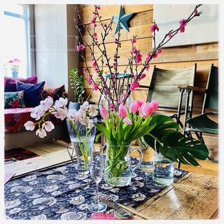 春のリビングルームの写真・画像素材[4372249]