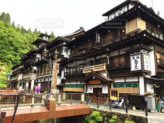 日本の古き良き面影を残している山形県にある銀山温泉の写真・画像素材[4381790]