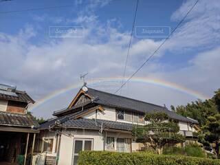 虹と古民家の写真・画像素材[4386960]