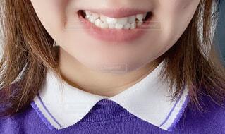 白い歯を見せる女性の写真・画像素材[4627133]