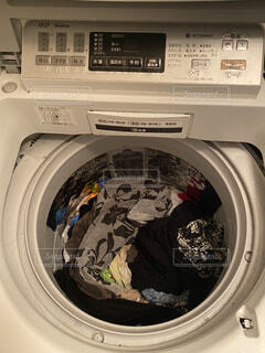 大量の洗濯物の写真・画像素材[4802347]