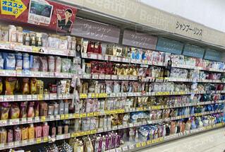 薬局のシャンプーコーナーの写真・画像素材[4817487]