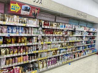 薬局のシャンプーコーナーの写真・画像素材[4817517]