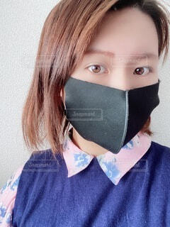 マスクをしている人のクローズアップの写真・画像素材[4933060]