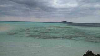 橋からみた、宮古島の海です(^。^) - No.846898