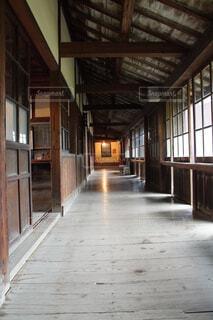 古い学校の廊下の写真・画像素材[4391483]