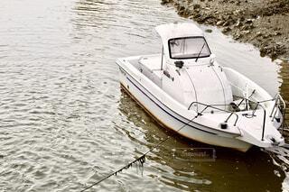 護岸に停泊するボートの写真・画像素材[4585859]