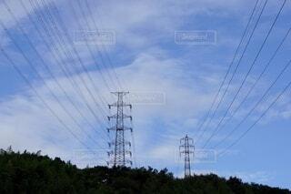 青空と電線網の写真・画像素材[4821048]