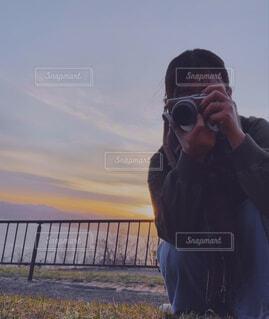 携帯電話で話している人の写真・画像素材[4391430]