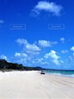 4WDでビーチをドライブの写真・画像素材[4397846]