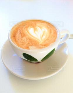 テーブルの上にコーヒーを一杯淹れるの写真・画像素材[4397873]