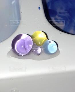 輝く水玉の写真・画像素材[4399162]