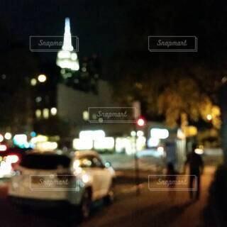 夜の都会を散歩の写真・画像素材[4406002]