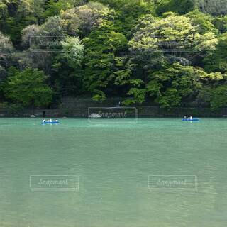 川でボートに乗り楽しむの写真・画像素材[4412218]