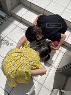台所で料理をする人の写真・画像素材[4573637]