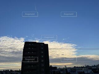 日没時の都市の眺めの写真・画像素材[4872037]